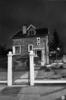 Athis-Mons, Val d'Athis, la nuit : Pavillon meulière . Busson François, photog. 1984 - image/jpeg