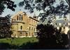 [Athis-Mons] Maison de Retraite FEC, chapelle et façade du bâtiment central : Côté parc. Emile Rousset, photog. Editions Chantal, [années 1980] - image/jpeg