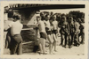 Juvisy-sur-Orge, des soldats allemands et des baigneurs sous le pont détruit ; 1944 - image/jpeg