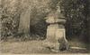 Athis-Mons (S. -et-O.), le tombeau de la chienne du maréchal de Roquelaure ; éditions Marquignon [années 1900-1910] - image/jpeg